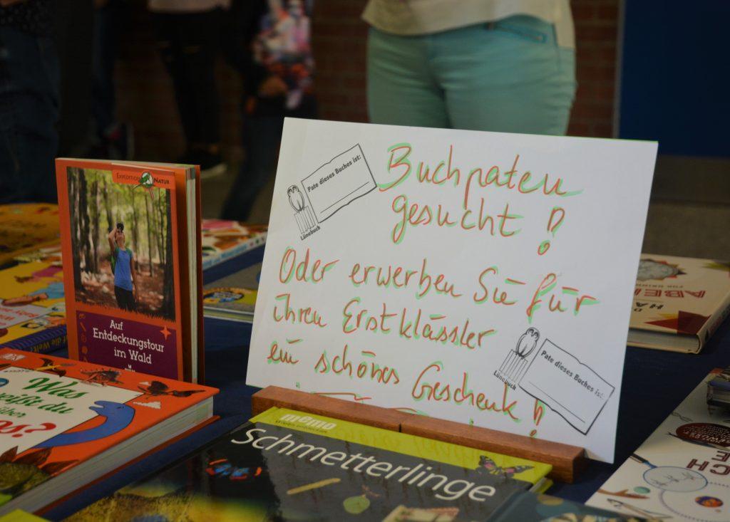 Büchertisch des Fördervereins